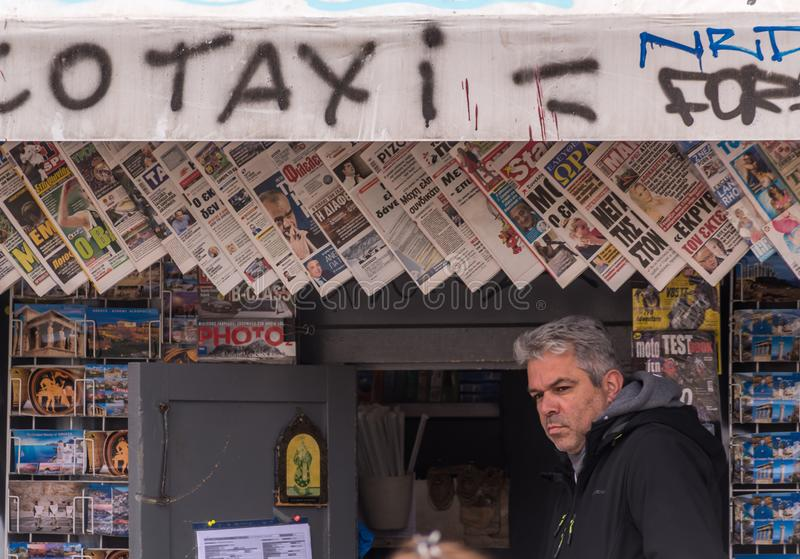 Suporte de jornal, Monastiraki, Atyhens, Grécia foto de stock