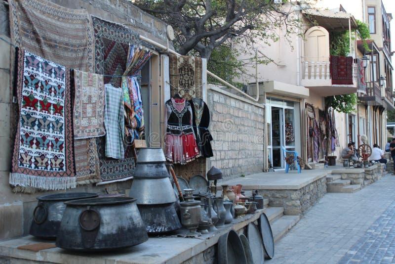 Suporte de lembrança na cidade velha de Baku imagens de stock royalty free