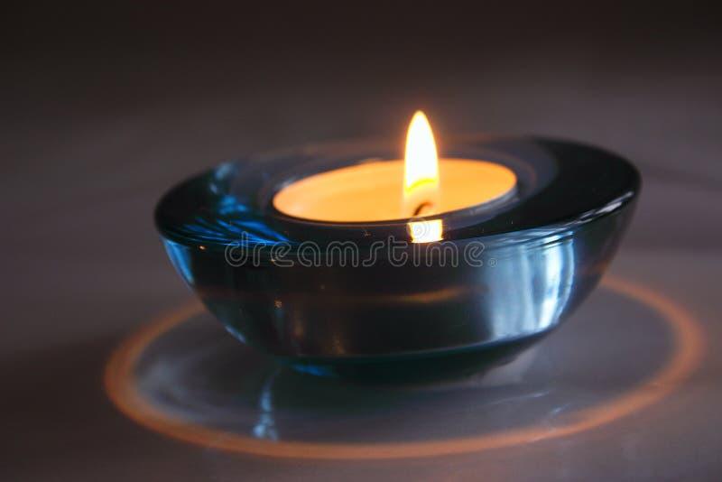 Download Suporte de vela imagem de stock. Imagem de inclinar, flama - 62483
