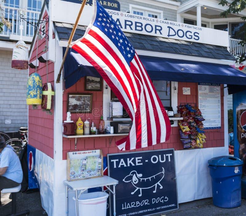 Suporte do cachorro quente dos cães do porto em Camden Maine fotos de stock royalty free