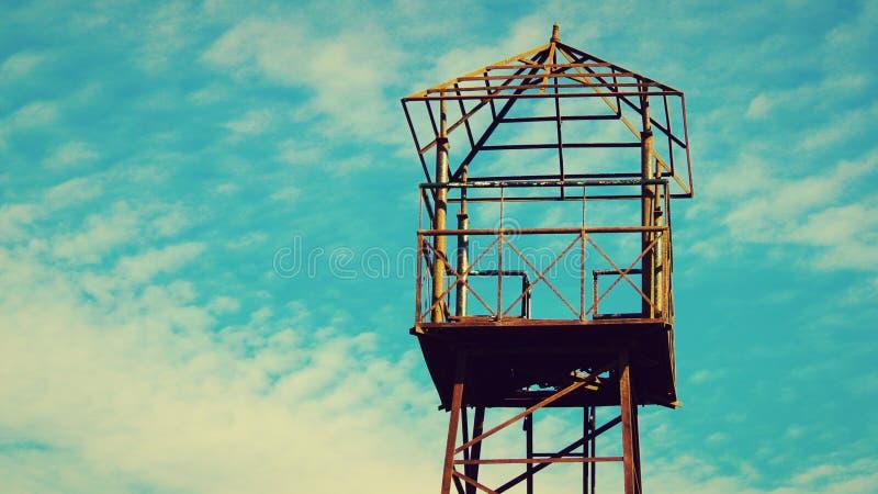 Suporte do ponto de vista do céu azul fotografia de stock royalty free