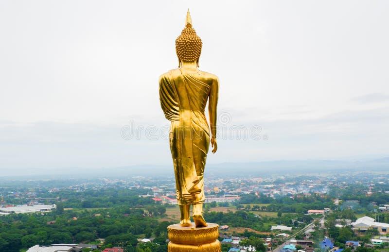 Suporte dourado da estátua de buddha imagens de stock royalty free