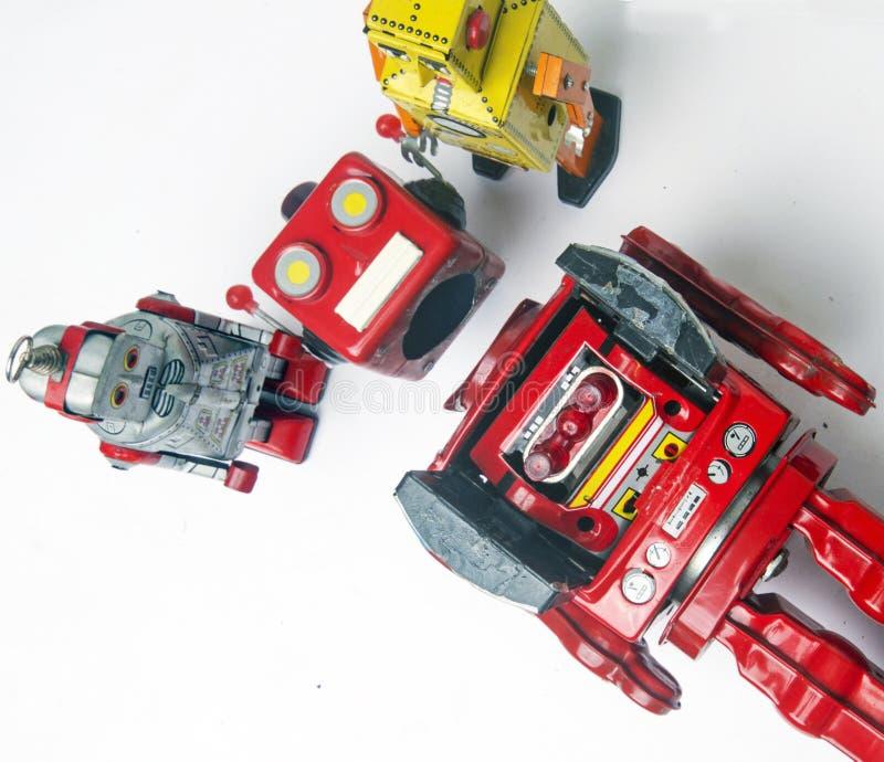 Suporte laboral do conceito; woth uma equipe da fixação dos robôs do vintage fotos de stock