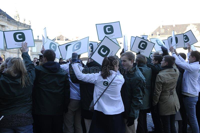 Suportes de partido conservador dinamarqueses para seu líder imagem de stock