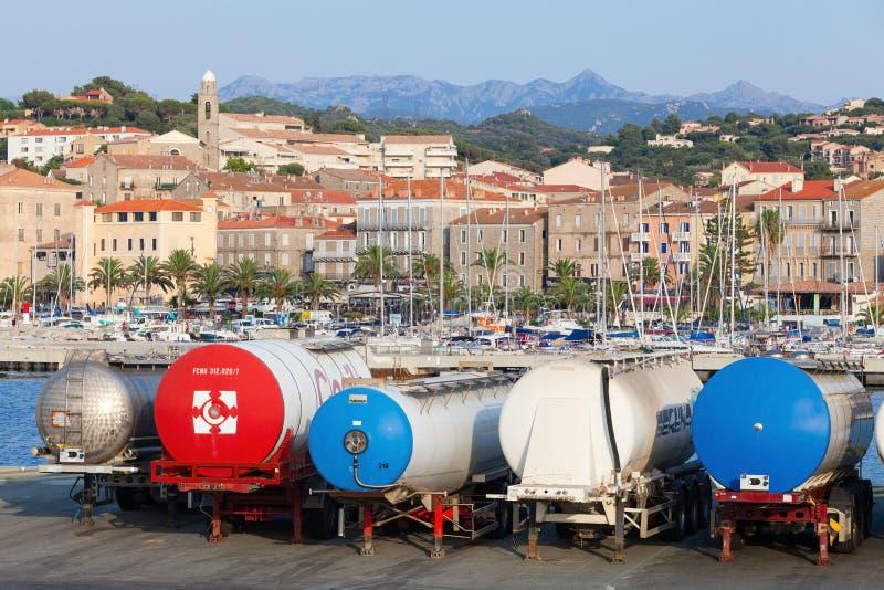 Suportes dos tanques do reboque em seguido, porto de Propriano fotos de stock royalty free