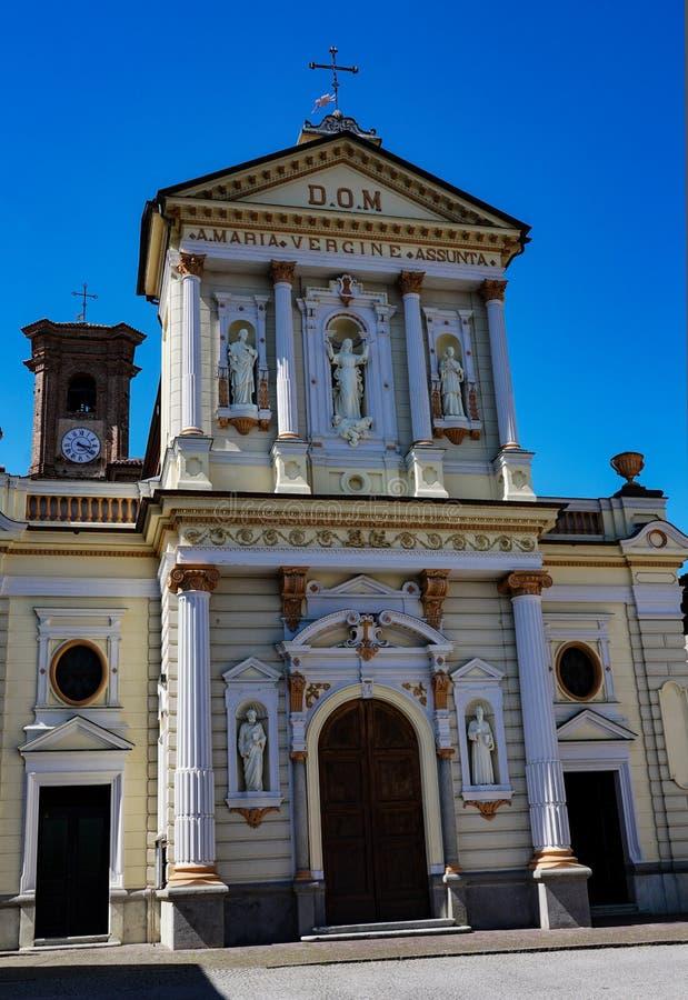 A suposição da igreja paroquial da Virgem Maria de Rocca Canavese imagens de stock royalty free