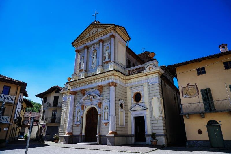 A suposi??o da igreja paroquial da Virgem Maria de Rocca Canavese fotografia de stock royalty free