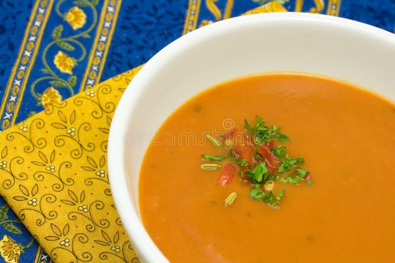 Suppe des roten Pfeffers und der Tomate stockfoto