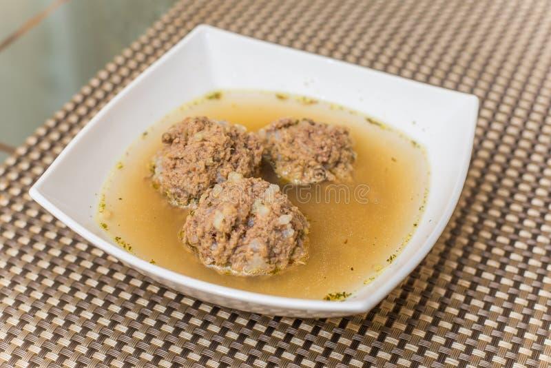 Suppe mit Fleischklöschen lizenzfreie stockfotos