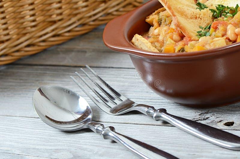 Suppe vom Gemüse und von einer Stangenbohne lizenzfreie stockfotos