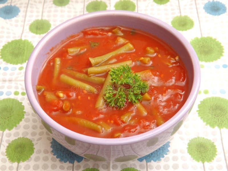 Suppe von Tomaten mit Bohnen stockfotografie