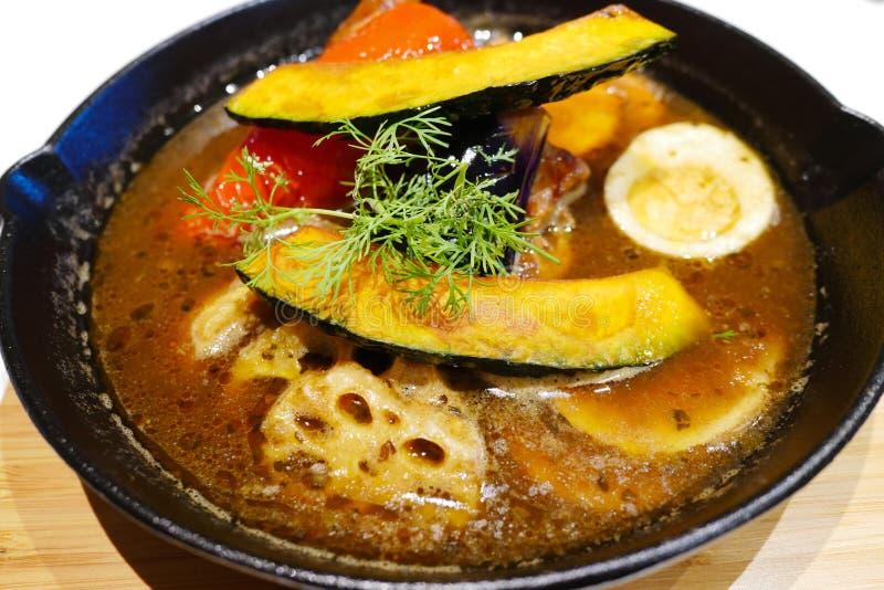 Suppencurry mit Huhn und Gemüse, japanische ursprüngliche Schüssel von Hokkaido stockfoto