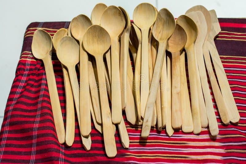 Suppenlöffel oder Esslöffel gemacht vom Holz lizenzfreie stockfotografie