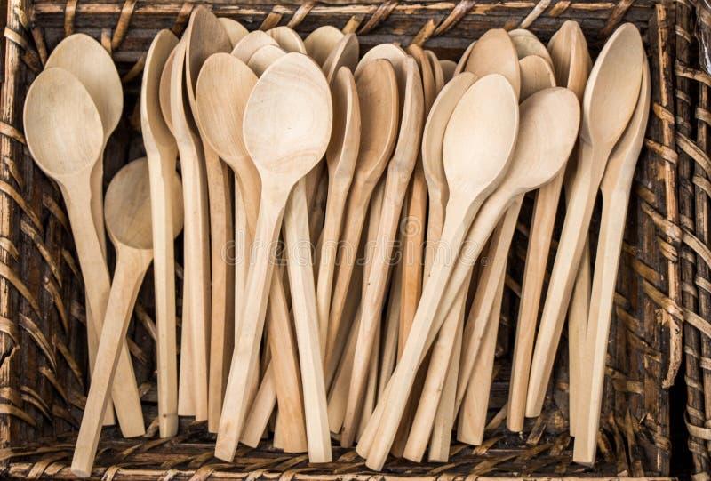 Suppenlöffel oder Esslöffel gemacht vom Holz stockbilder