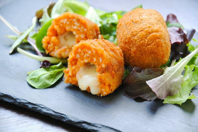 Suppli um alimento italiano típico da rua foto de stock