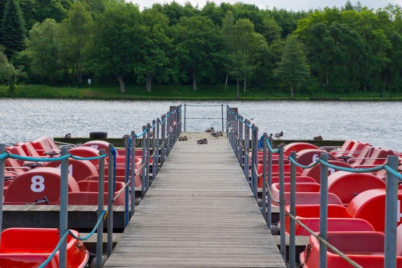 Support à un lac photographie stock libre de droits