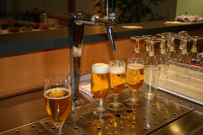 Support de bière/distribution de bière images libres de droits