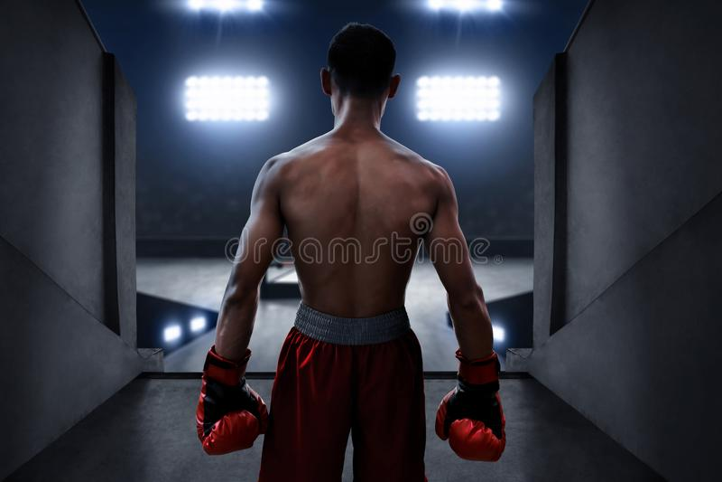 Support de boxeur sur l'entrée d'arène de boxe photos libres de droits