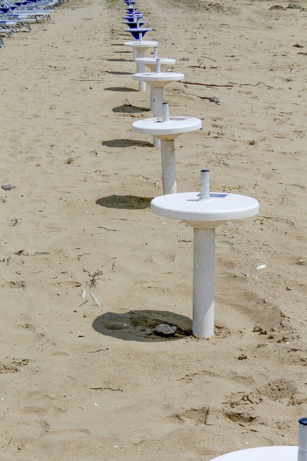 Support de parapluie sur la plage image libre de droits