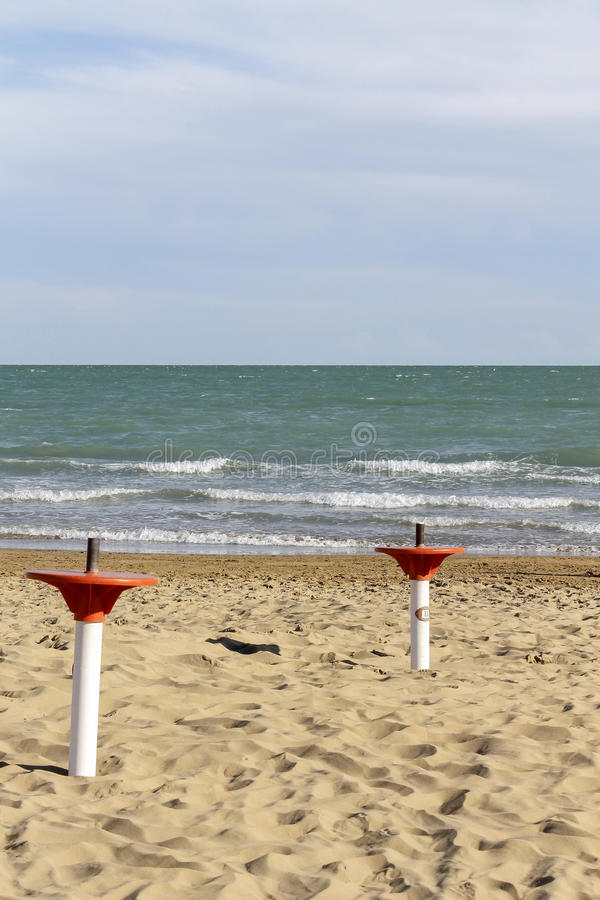 Support de parapluie sur la plage photo libre de droits
