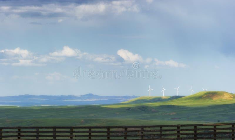 Support de turbines de vent sur le vaste paysage du Wyoming photo libre de droits