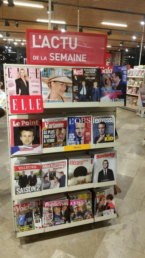 Support des magazines françaises photo stock