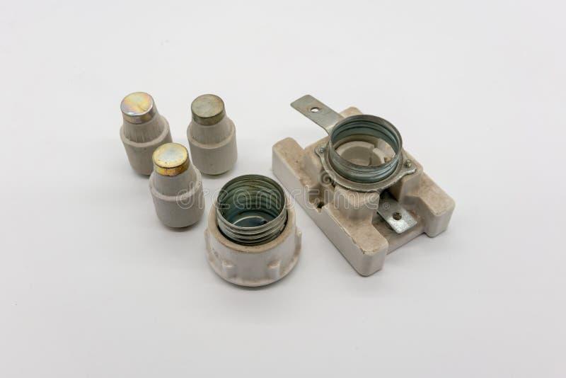 Support en céramique de fusible de cartouche électrique de coupe-circuit sur le blanc images libres de droits