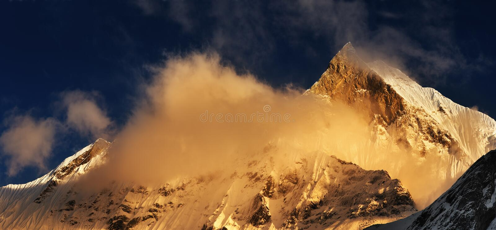 Support Machhapuchhre au Népal photo stock