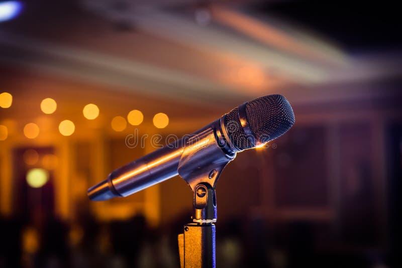 Support sans fil de microphone sur le lieu de rendez-vous d'étape photo stock