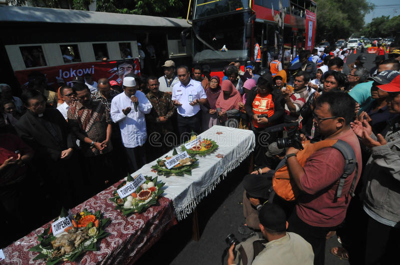 Supporters celebrate the victory of presidential candidate jokowi. Residents held a prayer and eat together as a form of gratitude victory Joko Widodo royalty free stock images