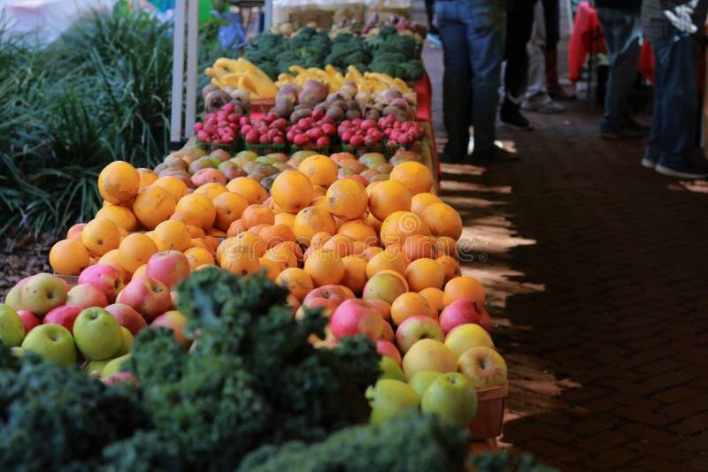 Supporto della frutta e della verdura al mercato di Charleston Saturday immagine stock libera da diritti