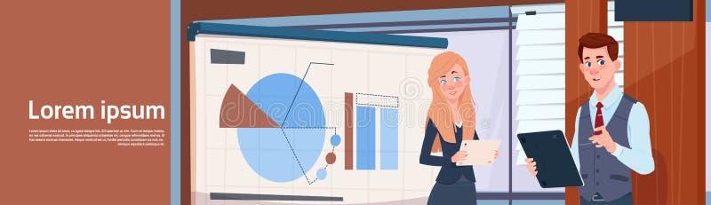 Supporto di presentazione di And Businesswoman Holding dell'uomo d'affari fuori bordo con i grafici ed il seminario della donna e illustrazione vettoriale