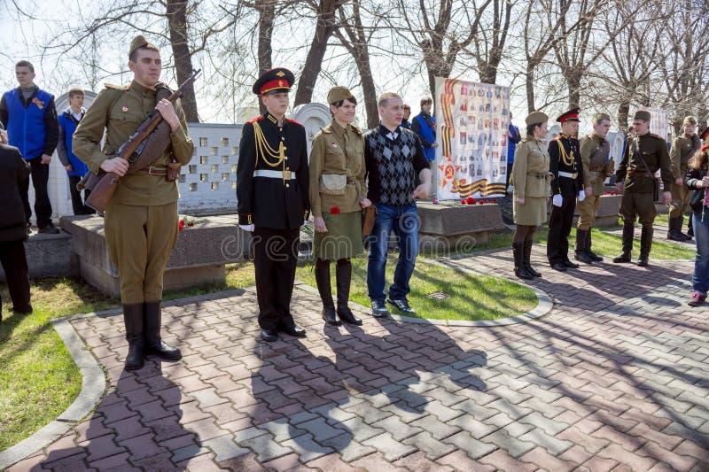 Supporto interessato della gioventù nella guardia di onore in Victory Memorial durante la celebrazione di Victory Day immagine stock libera da diritti