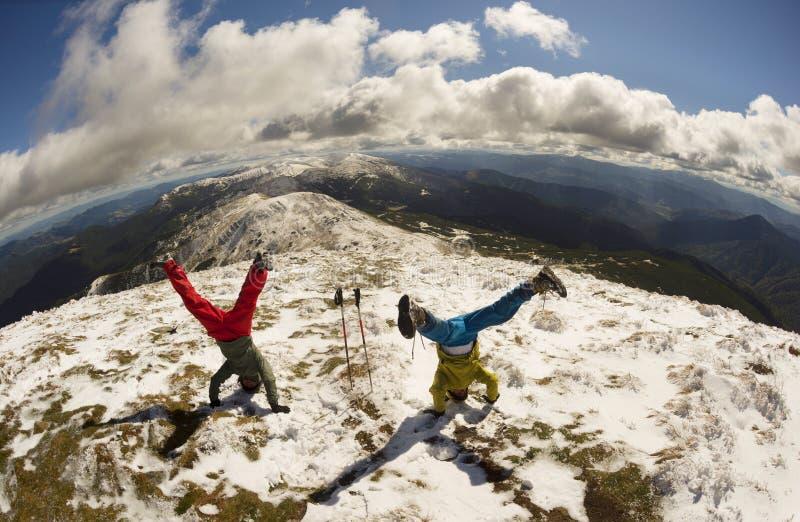 Supporto sulla testa sopra i Carpathians fotografia stock libera da diritti