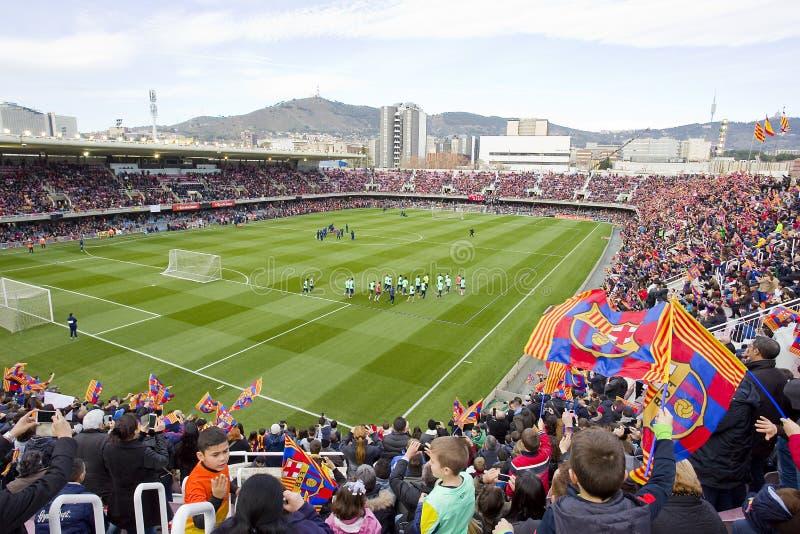 Supportrar på FC Barcelonautbildningsperioden royaltyfri bild