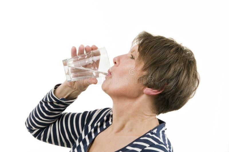 Suppression mûre de soif de femme photo stock