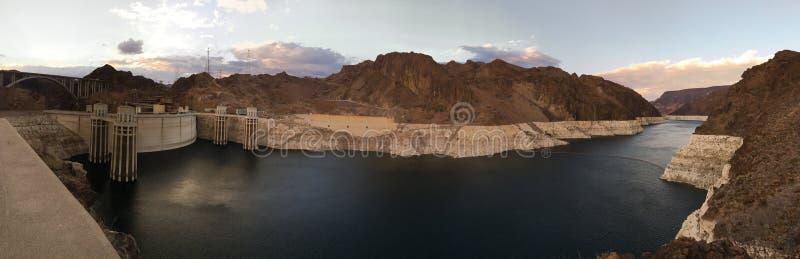 Supr panorama- dammsugarefördämning sjö Mead Colorado River Hydro-Electric royaltyfria foton