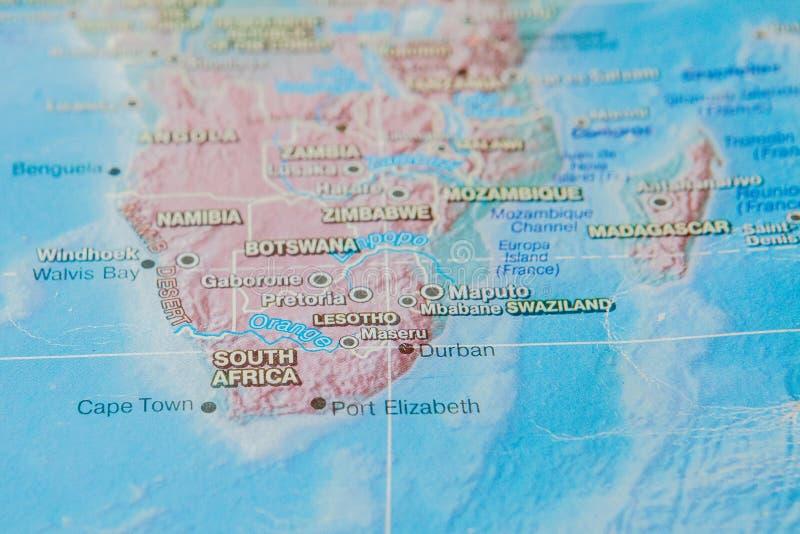 Suráfrica en cierre para arriba en el mapa Foco en el nombre del país Efecto del vietado fotografía de archivo