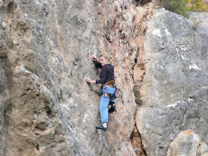 Sur des roches de la Crimée images libres de droits