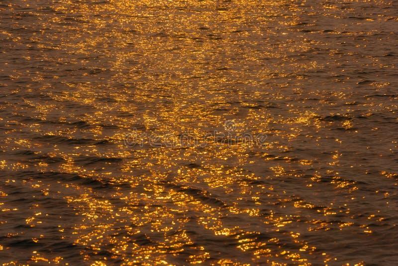 Sur l'étang doré image libre de droits