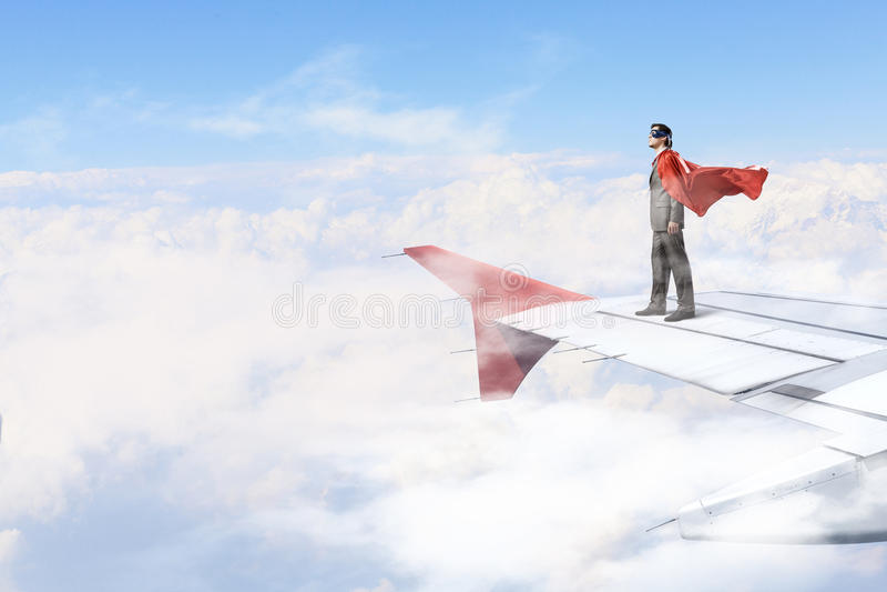 Sur l'aile de l'avion de vol image libre de droits