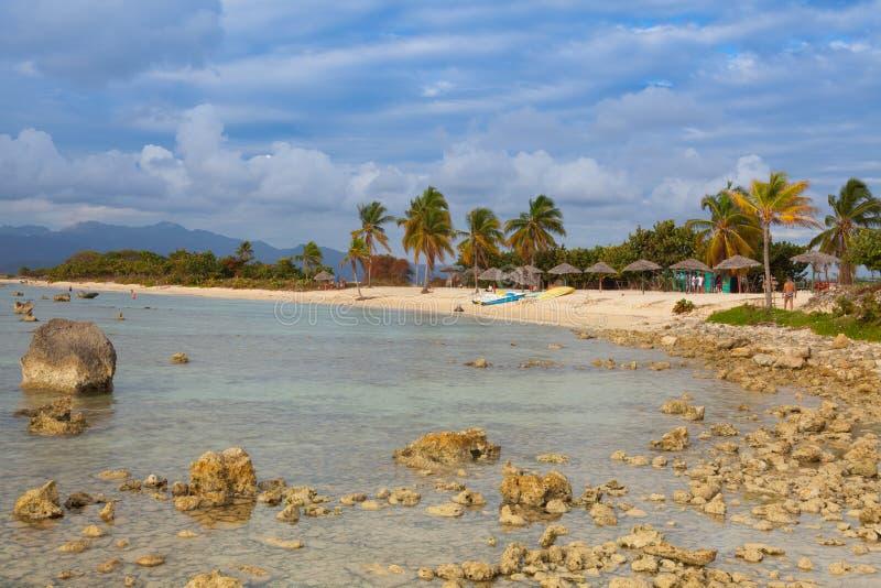 Sur la plage Playa Giron, Cuba photos stock