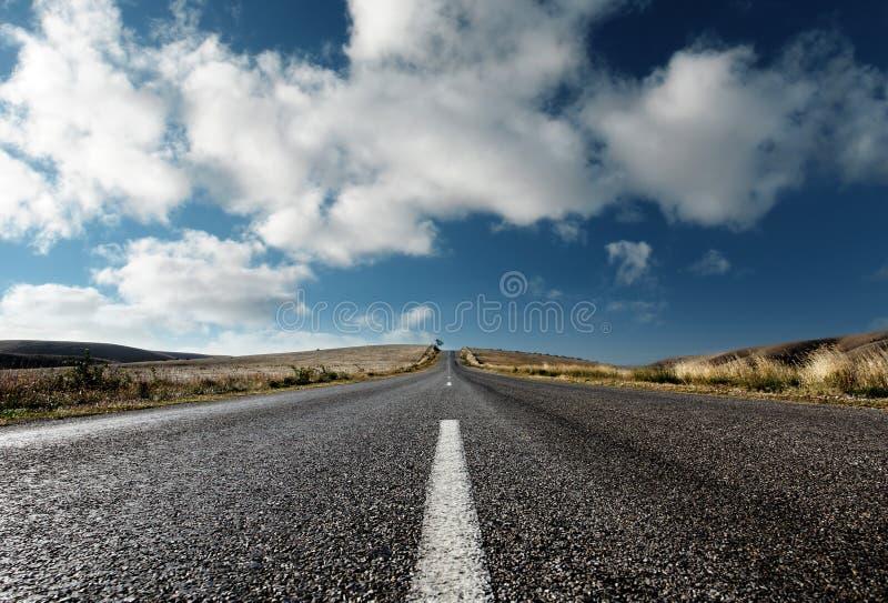 Sur la route de nouveau photographie stock libre de droits