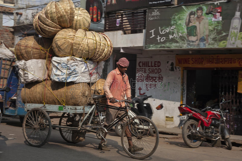 Sur la rue à Varanasi, uttar pradesh images libres de droits