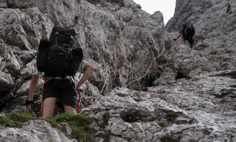 Sur la sierra traînez dans les Alpes juliens image libre de droits