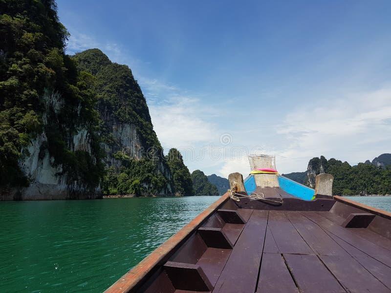 Sur le bateau à la mer photo stock