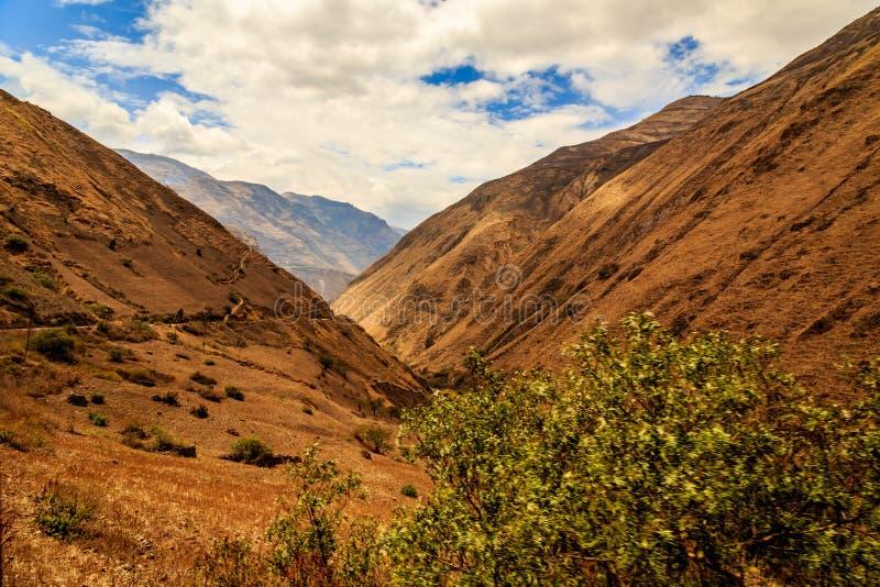 Sur le chemin à Nariz de Diablo en Equateur photo libre de droits