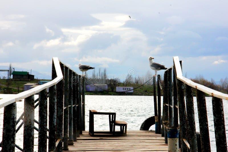 Sur le lac Sevan images stock
