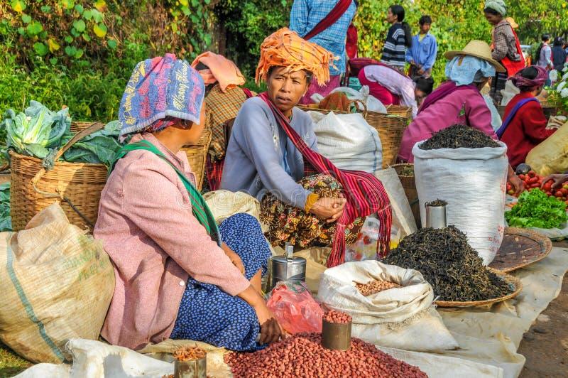 Sur le marché de Kalaw images libres de droits