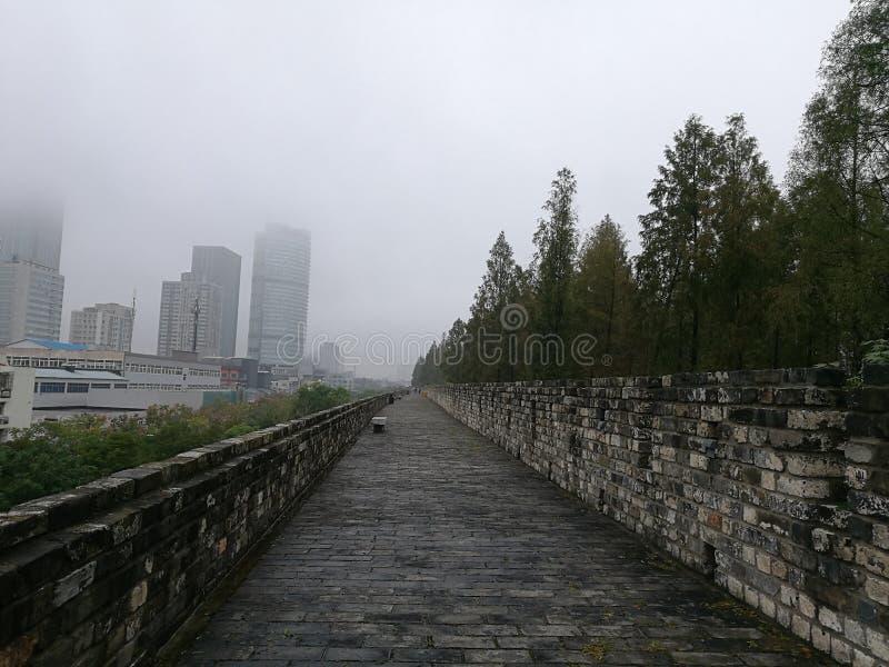 Sur le mur ming de ville photos stock